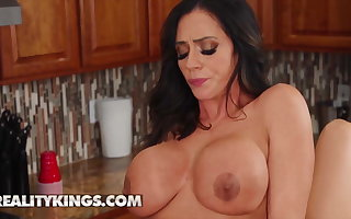 Ariella Ferrera Desiree Dulce rubbing their pussy together