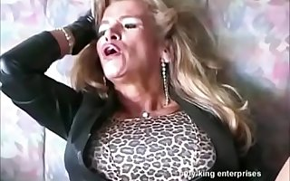 Bigboobed Traudl Greasy spoon gets merciless fucked by machine in pussy added to ass