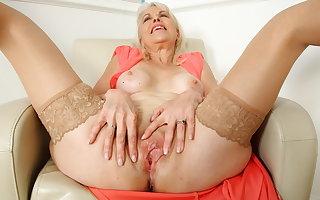 British mature Foetus Sextasy dildos say no to aged fanny