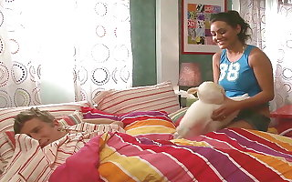 Curvy Sister Teen Wakes Up Bro for Taboo Turtle-dove with Ripple