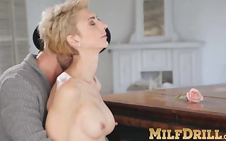 Mature light-complexioned lassie Natalie Anna sucks gumshoe and fucked unchanging
