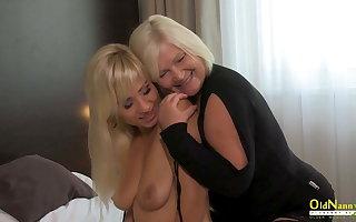 OldNannY, British Grown up Lesbian Licking
