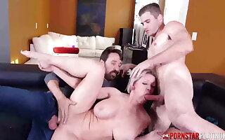 PORNSTARPLATINUM – Busty MILF Dee Williams surrounding Threesome Fuck