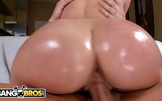 BANGBROS - Young Teen Lola Foxx Has Got A Unconditioned Ass, Check It Out!