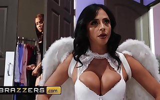 Hot And Penurious - (Ariella Ferrera, Isis Love) - MILF Witches Part 1 - Brazzers