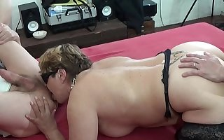 Matured wife fucks with her skimp and friend